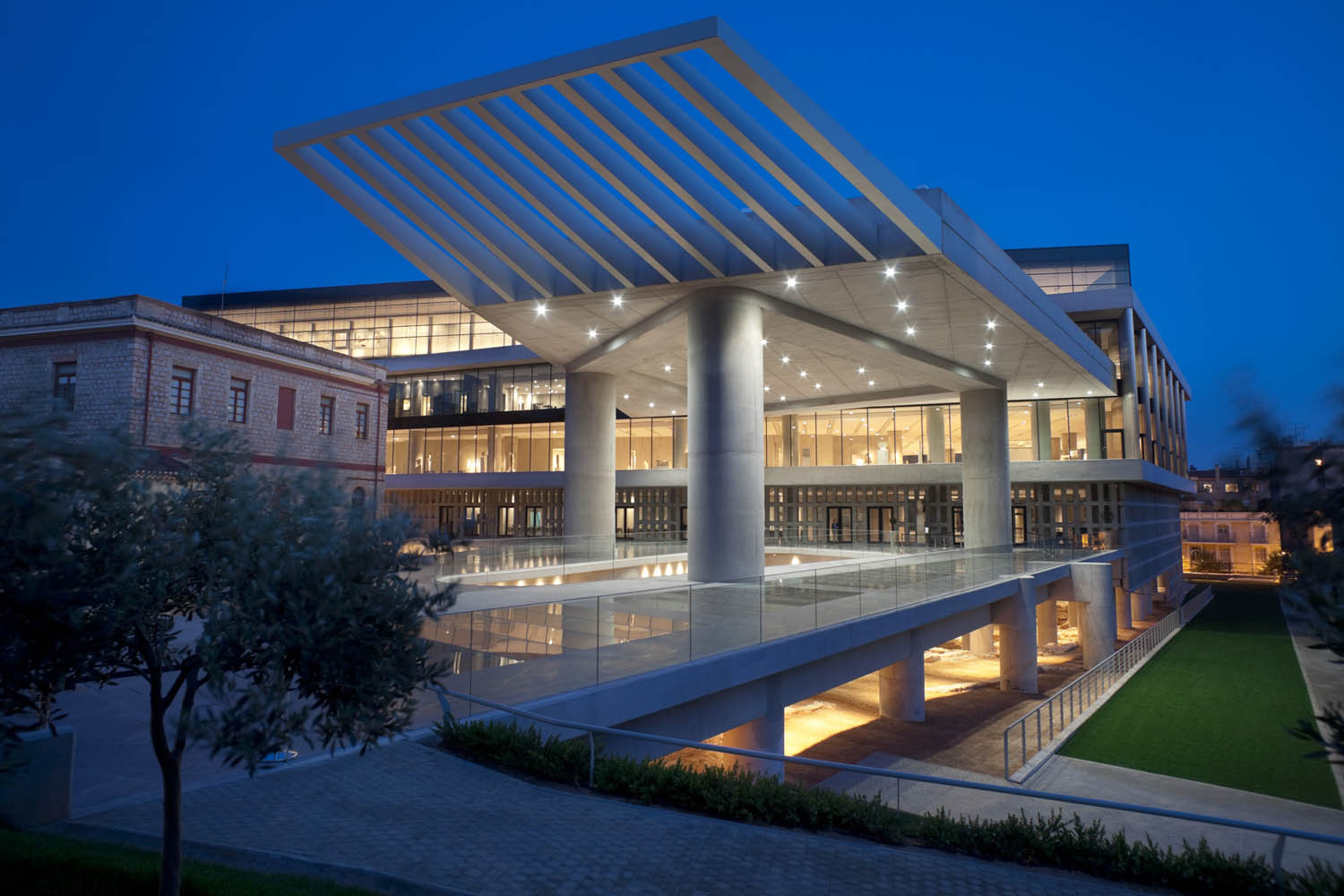 athens-acropolis-museum evans travel tours and transfers athens - mykonos